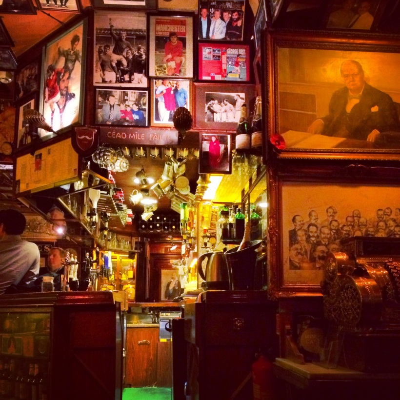 Old-Style English Pub Decor