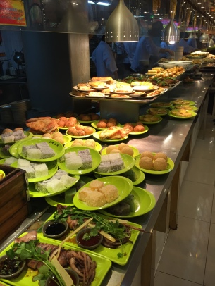 Wide selection of food available in the food courts in Yuyuan