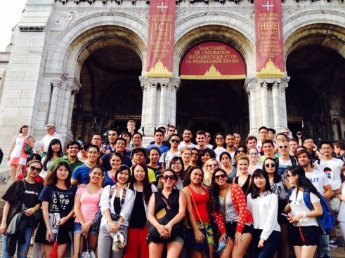 Exchange Student Group in front of the Sacré-Coeur