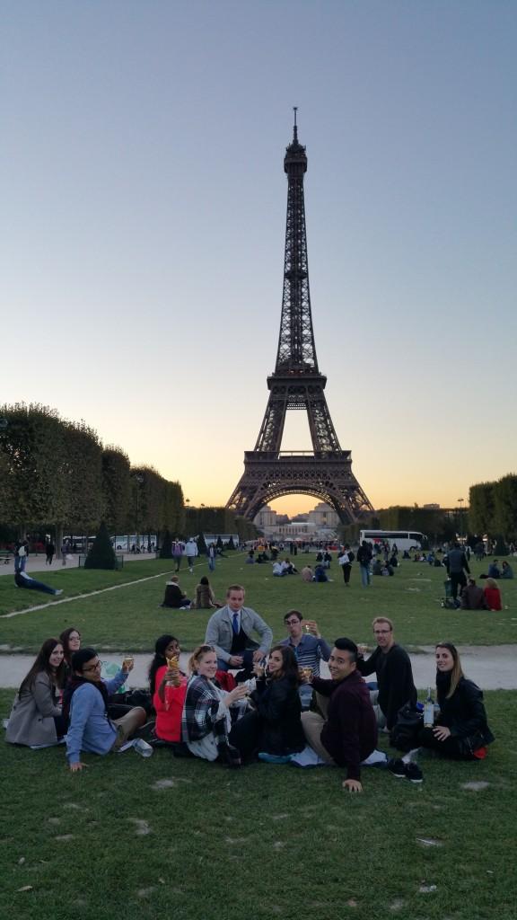 Le Champagne under Eiffel